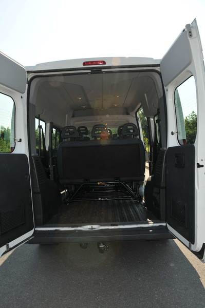 fiat ducato vw crafter 9 sitzer bus mieten erlangen multimedia nav 9 sitzer 9456371201. Black Bedroom Furniture Sets. Home Design Ideas