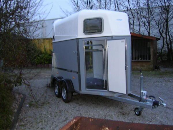 pferdeanh nger pferdetransporter anh nger 1633860493. Black Bedroom Furniture Sets. Home Design Ideas