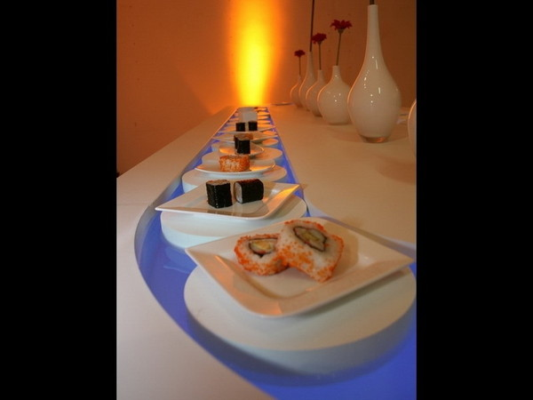 AQUABUFFET - Das neue Floating Buffet mit LED-Technik als Eventmöbel / Loungemöbel aus Bad Homburg bei erento.com
