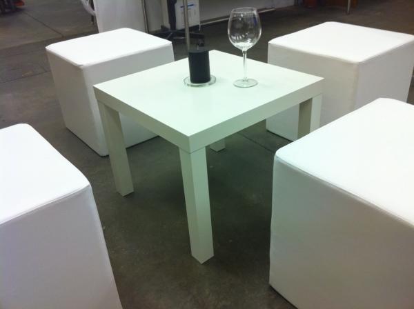 stehtische mit hussen und sitzhocker mit tischen komplett f r 300 p loungem bel 6241951911. Black Bedroom Furniture Sets. Home Design Ideas