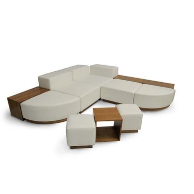 Loungemöbel - Stilvolle weiße Loungemöbel mit Nussbaumsockel in ...