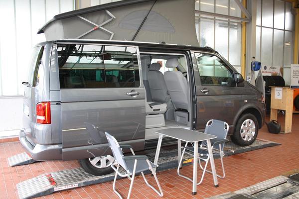 vw t5 california beach camper fast wie ein richtiges. Black Bedroom Furniture Sets. Home Design Ideas
