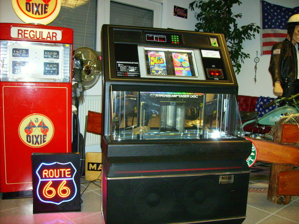 NSM Grand Performer Jukebox http://www.erento.com/mieten/party_messe_events/ton_beschallung/musikbox/9113477458.html