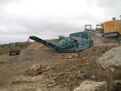 Mobile Grobst�cksiebanlage WARRIOR 800 Powerscreen