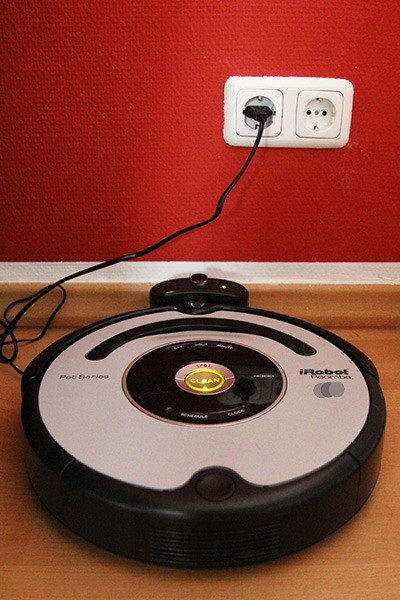 irobot roomba 555 563 pet staubsaugroboter staubsauger. Black Bedroom Furniture Sets. Home Design Ideas