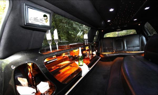 Stretchlimousine - Stretchlimousine - Ford Lincoln Town Car, neuestes Modell,  mit Chauffeurin