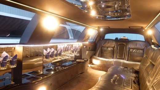 Stretchlimousine - Super Stretchlimousine mit Chauffeur
