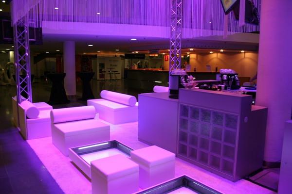 Lounge Theke mit LED-Beleuchtung, Theken & Bars - 6374539177 - erento ...
