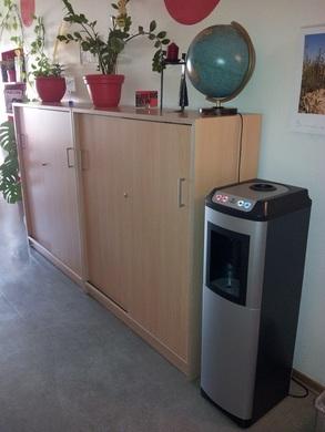 leitungsgebundene wasserspender mit kohlens ure von aqua. Black Bedroom Furniture Sets. Home Design Ideas