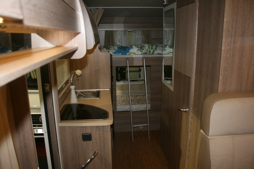alkoven wohnmobil 6 sitzpl tze hunde erlaubt 2 sitzgruppen et wohnmobil 1318426280. Black Bedroom Furniture Sets. Home Design Ideas