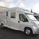 Carthago C Tourer T 145 H, Teilintegriertes Wohnmobil vom Premiumhersteller Carthago, L-Sitzgruppe mit langer Seitenbank, Kombibad mit separierbarer Dusche, Winkelkche, Kompakter Luxus fr 4 Personen mit Fhrerscheinklasse CI / III, da ber 3, 5 to.