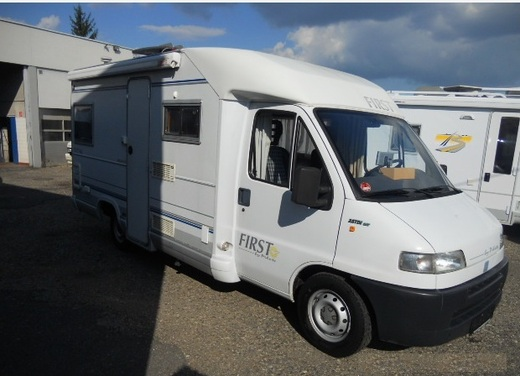 Pilote First - Navigation - Festbett - kilometerfrei - rent motorhome