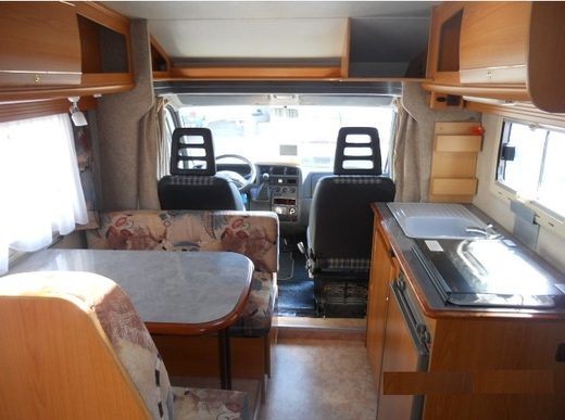 Pilote First - Navigation - Festbett - kilometerfrei - rent motorhome aus Mlheim an der Ruhr bei erento.com