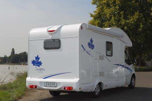 wohnmobil ahorn camp act 690 teilintegriert wohnmobil 4966369772. Black Bedroom Furniture Sets. Home Design Ideas
