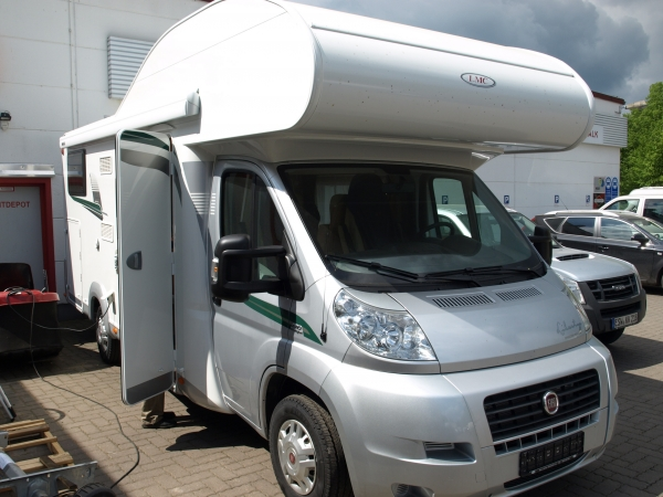 Wohnmobil LMC Breezer 694G light