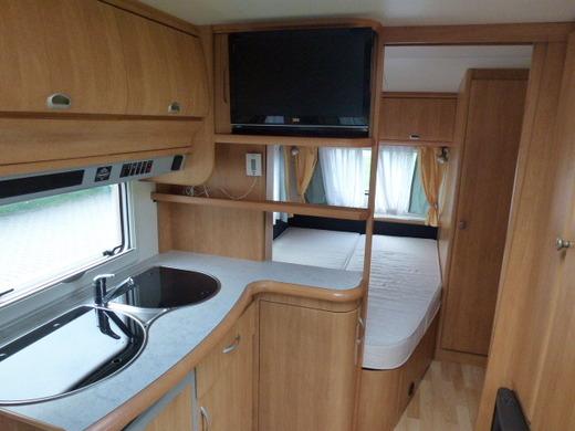 sehr gepflegter wohnwagen inkl sat tv und klima. Black Bedroom Furniture Sets. Home Design Ideas