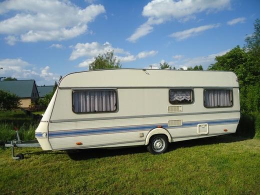 wohnwagen wilk de luxe mit rundsitzgruppe und einzelbetten wohnwagen 9145524981. Black Bedroom Furniture Sets. Home Design Ideas